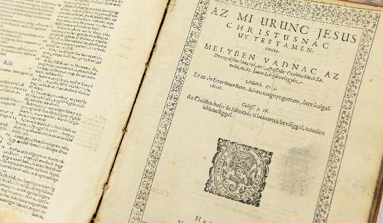 Különleges bibliát kapott a Bibliamúzeum