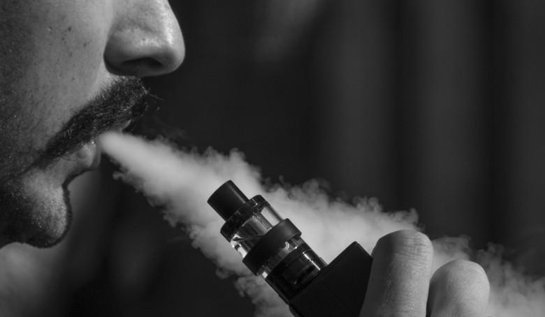 Az aromatizált elektromos cigaretták betiltására készül az amerikai kormányzat