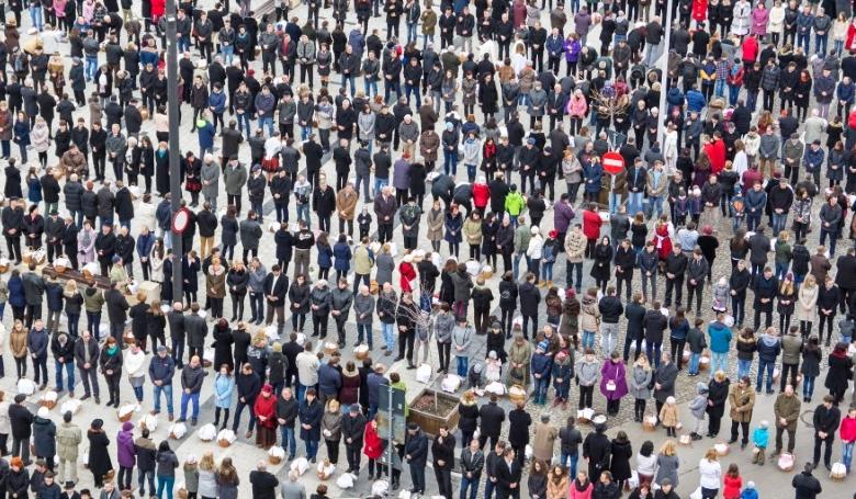 Mi ez a tömeg, emberek?