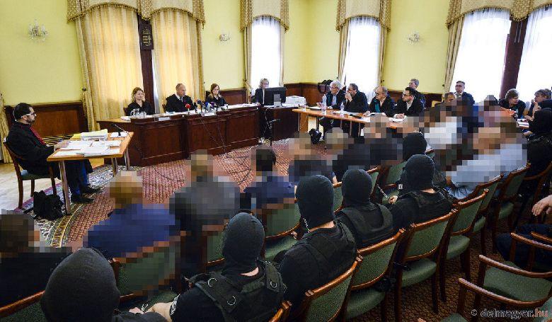Életfogytiglant kapott négy vádlott a 71 ember halálát okozó embercsempészési ügyben