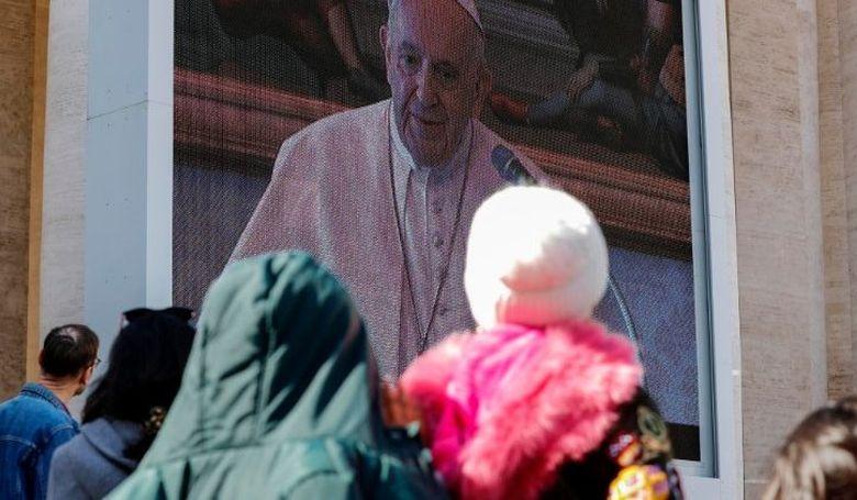 Ferenc pápa köszöntései és imái az Úrangyala elimádkozása után