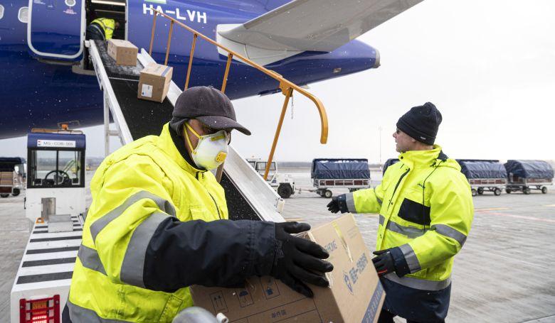 Megérkezett az első, orvosi eszközöket szállító gép Kínából