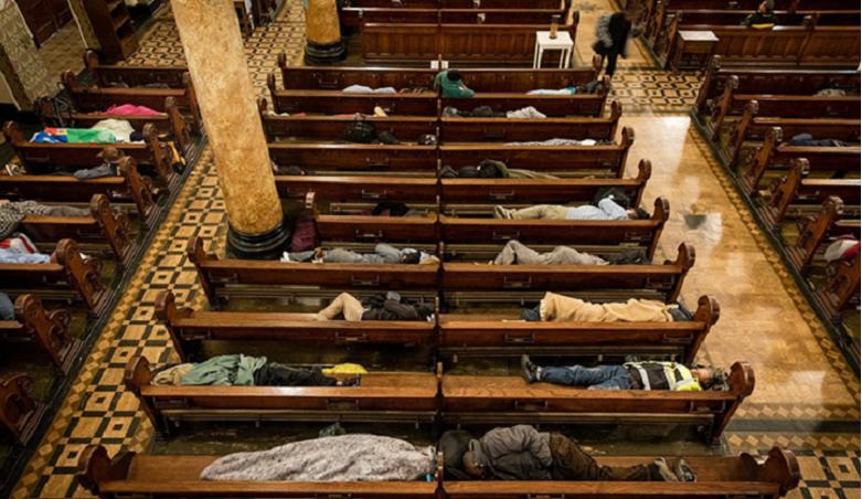 Hajléktalanok lepik el minden éjjel ezt a templomot