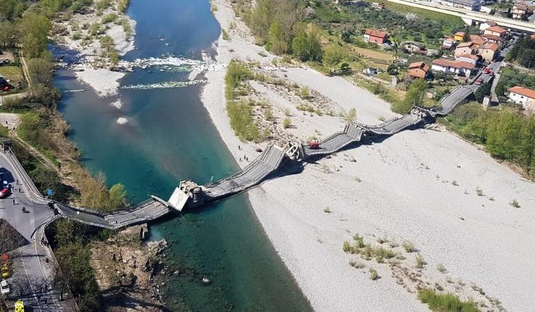 Összeomlott egy közúti híd Olaszországban