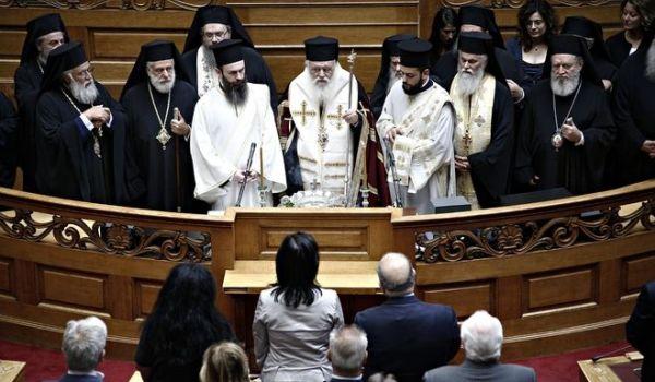 A szabadon megválasztható nemi identitás ellen tiltakozik Görögország érseke