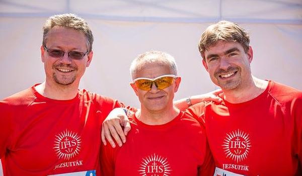A jezsuiták még a maratont is közösségben futják