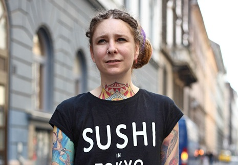 Hittantanárból tetoválóművész