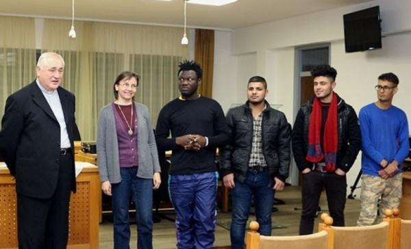 Győzött a nyitott szív: menekülteket fogadott be egy magyar plébánia