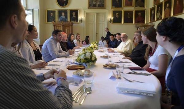 Ebédelj nálunk, Ferenc pápa!