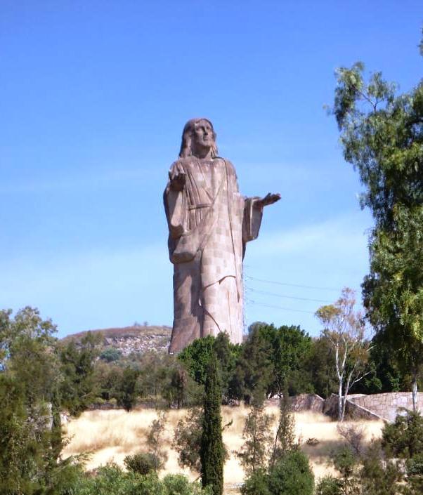 Több mint tíz évig épült a 33 méter magas feltámadt Krisztus szobra a mexikói Tlalnepantla de Bazban 1981-es átadása előtt.<br />(Kép forrása: www.taringa.net)