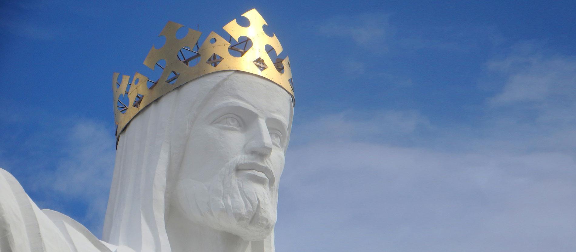 A lengyelországi Świebodzin városában álló Krisztus-szobor a világon a maga 36 méterével a világon a legnagyobb, ami az alája épített mesterséges domb miatt a valóságban még nagyobbnak tűnik.