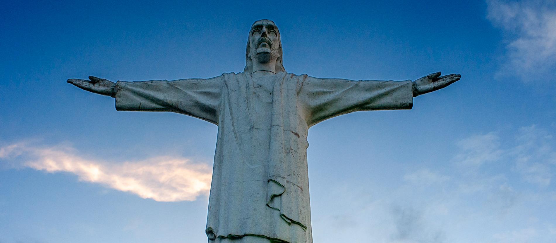 A 'Kristályhegyen' álló, 26 méter magas Krisztus-szobor a kolumbiai Santiago de Cali városát díszíti 1953 óta.