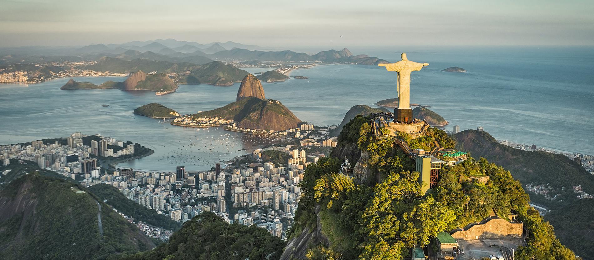 A világ legismertebb Krisztus-szobra a brazíliai Rio de Janeiróban áll, melyet 1931-ben, Brazília függetlenségének 100. évfordulóján adtak át.