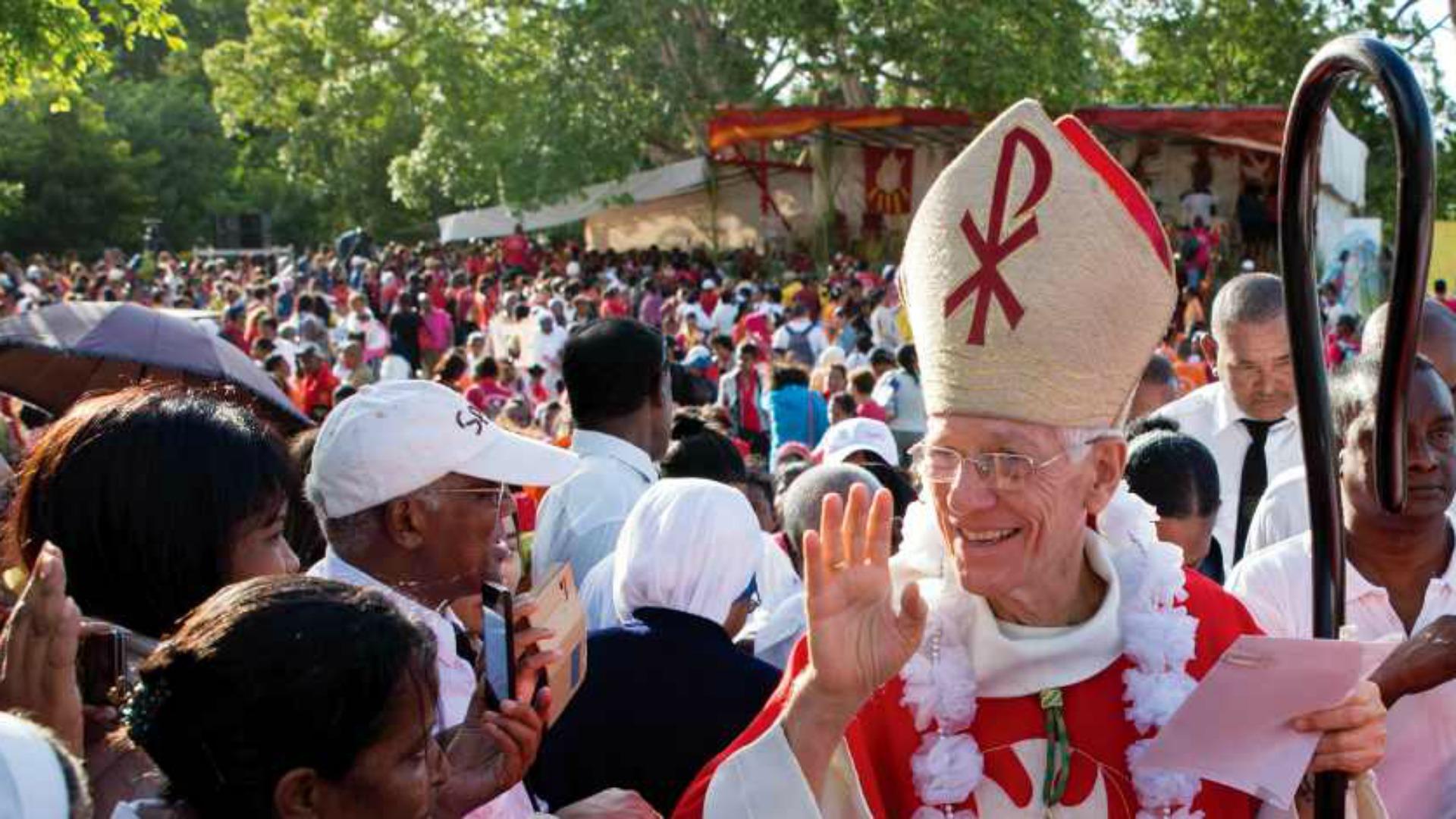 mgr-maurice-piat-ev_que-de-port-louis-photo-www_dioceseportlouis_org.jpg
