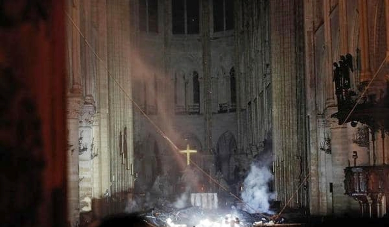 Nem mindent pusztított el a tűz a francia katedrálisban