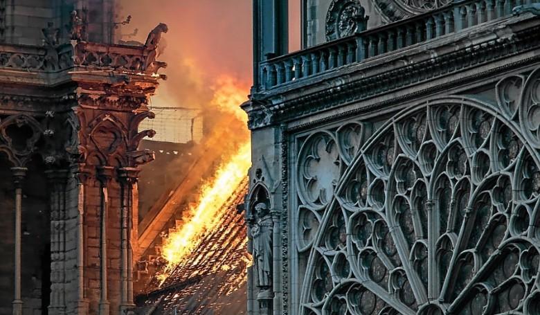 Újra szentmisét mutatnak be a Notre-Dame falai között