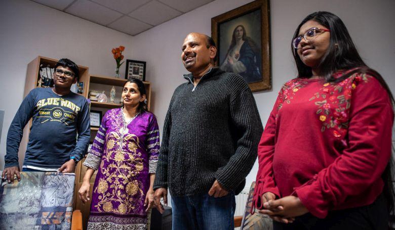 """""""Nagyon hálásak vagyunk"""" – beszélgetés egy Szombathelyre menekült pakisztáni családdal"""