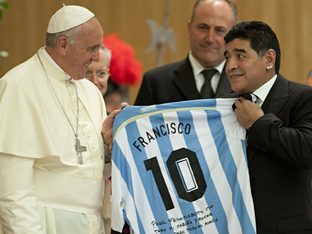 Maradona megújult hittel rúgja a bőrt