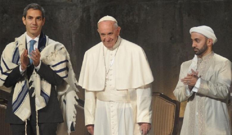 Arabul köszönti Ferenc pápa az Emirátusokban élő muszlim testvéreket