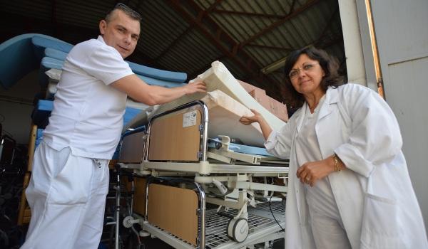 Egykori betegének köszönheti a kórház a két kamionnyi adományt