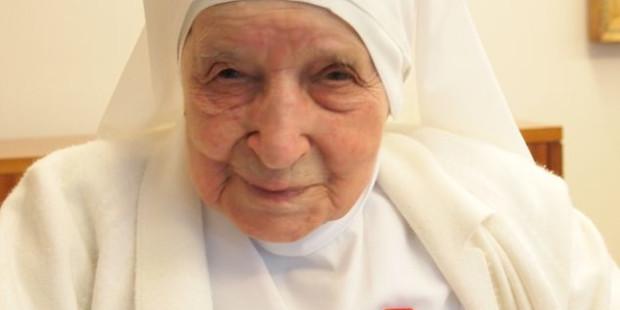 Elhunyt a legidősebb nővér