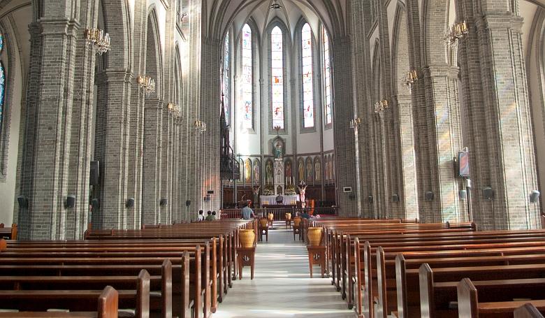 Megnyitják a nagyobb templomokat Dél-Koreában