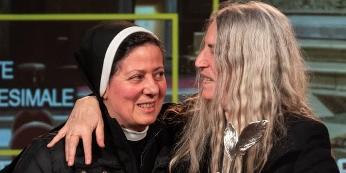Carla Venditti nővér<br /><br />A Jézus Szent Szívnek Apostolai rend nővére, az utcán hirdeti az evangéliumot. Azon dolgozik, hogy fiatal lányokat mentsen meg a prostitúciótól és az embercsempészettől<br />