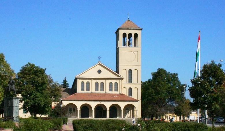 Politikai kampány a templomban, sok kérdőjellel