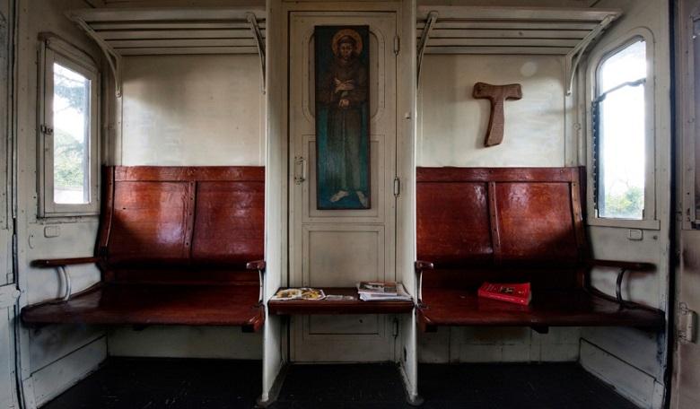 web3-father-damiano-train-franciscan-friars-mario-laporta-kontro-lab-04.jpg
