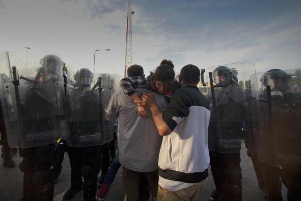 Megszólalt a megvert fotós: így zajlott a röszkei csata