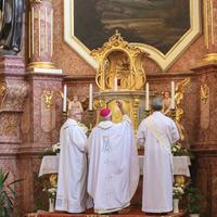 Főpásztori áldás a segesdi Szent László-templom restaurált oltárára és új orgonájára