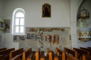 Középkori Szent László freskót találtak egy csíki templomban