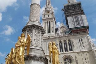 Leomlott a zágrábi katedrális egyik tornyának a csúcsa