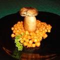 Kapros bryndzával  töltött gombafejek héjában sült krumplival és petrezselymes csicseriborsóval