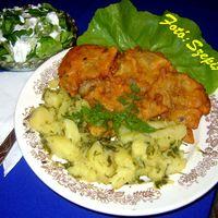 Bundás laskagomba, petrezselymes burgonyával és tejfölös fejes salátával