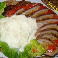Gombás-zöldséges töltött dagadó, majonézes burgonyasalátával