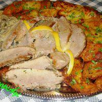 Sütőzacskóban sült, fokhagymás sertéscomb vele sült krumplival és gombaszósszal