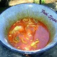Bográcsban készült,csülkös, körmös, pacal, burgonyával és friss zöldsalátával