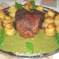 Füstölt, főtt császárvég, sóskaszósszal és muffin sütőben sült burgonyatoronnyal