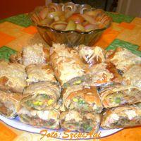 Sajtos - zöldséges - húsos rétes, friss almakompóttal