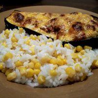Töltött padlizsán csónak kukoricás rizzsel