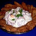 Szezámmagos csirkemell falatok, színes majonézes krumplisalátával