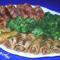 Baconbe göngyölt, fűszeres csirkemell szeletek,töltött tojáslepénnyel, brokkolival