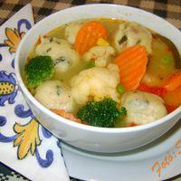 Gazdag zöldségleves, sonkás, zelleres gombóccal