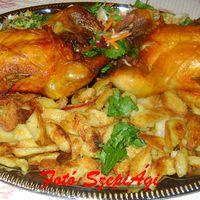 Grill csirke, rozmaringos steak burgonyával és nyers zöldsalátával