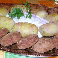 Kirántott velő és sajt, ízesített burgonyával, tartármártással