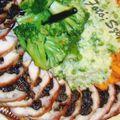 Aszalt szilvával töltött pulykamell, párolt brokkolival, bébi répával és borsós rizzsel