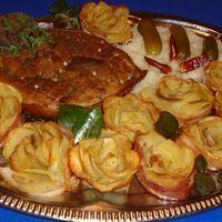 Ropogós bőrös sertéssült, burgonya rózsával