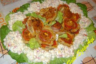 Töltött vajas- leveles tészta, majonézes zöldségsalátával