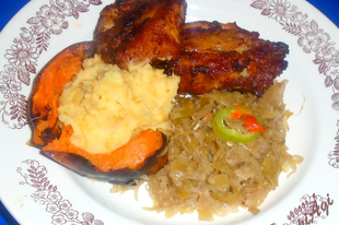 Vörösborban sült oldalas sütőtökös krumplipürével és párolt savanyú káposztával